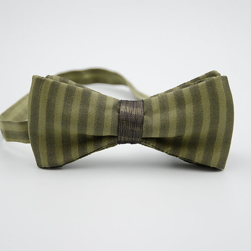 Silk bowtie for men suit/shirt. Pre-tied. Approx. 6x12cm. Green