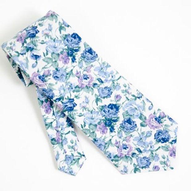 Blumen Krawatten für modernen Gentleman. Eine Unikat Stück von Heng Fashion. Made in Berlin.