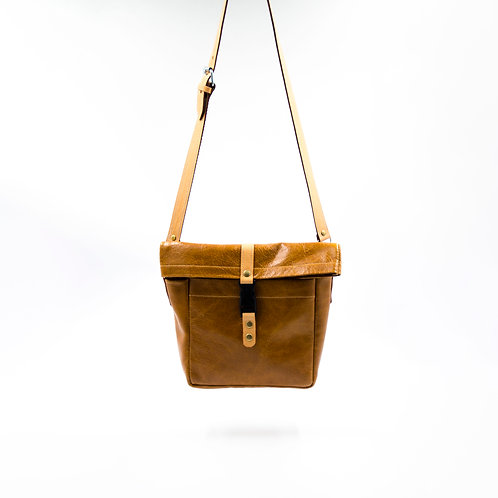 Small shoulder/crossbody bag made of buffalo leather cir.23x21x7cm. Brown