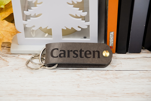 Personalized key organizer with monogram made of leather approx. 10x3cm.