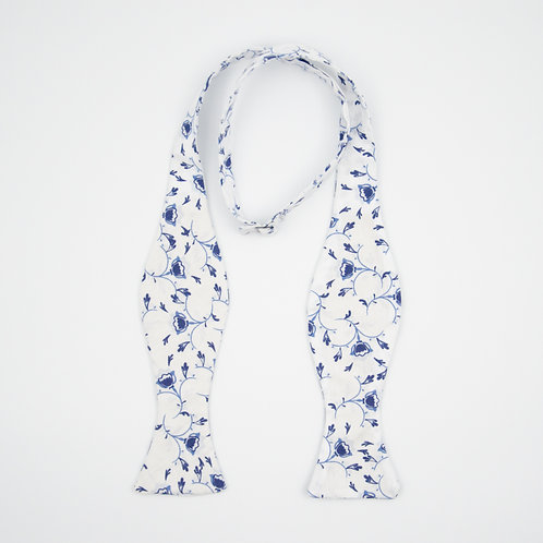 Bowtie for men to tie yourself for shirt or jacket. Oriental Floral. Blue