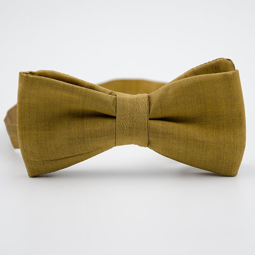 Silk bowtie for men suit/shirt. Pre-tied. Approx. 6x12cm. Gold