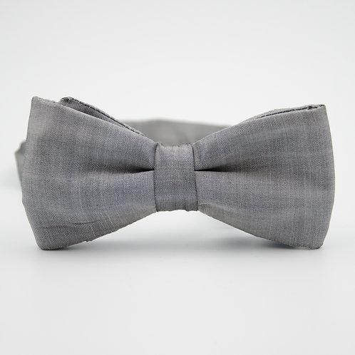 Fliege für Herren Anzug/Hemd aus Seide. Vorgebunden. Ca. 6x12cm. Silber