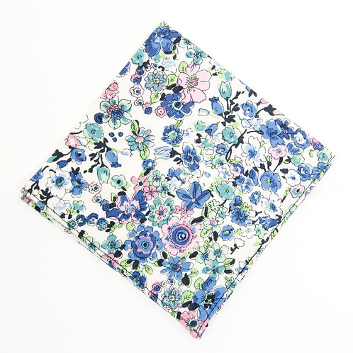 Pocket square made of cotton blend cir. 28x28cm. Handmade in Berlin. Floral Print. Light Blue