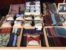 Herren Accessoires wie Fliegen, Einstecktüch, Krawattenschal von Heng Fashion.
