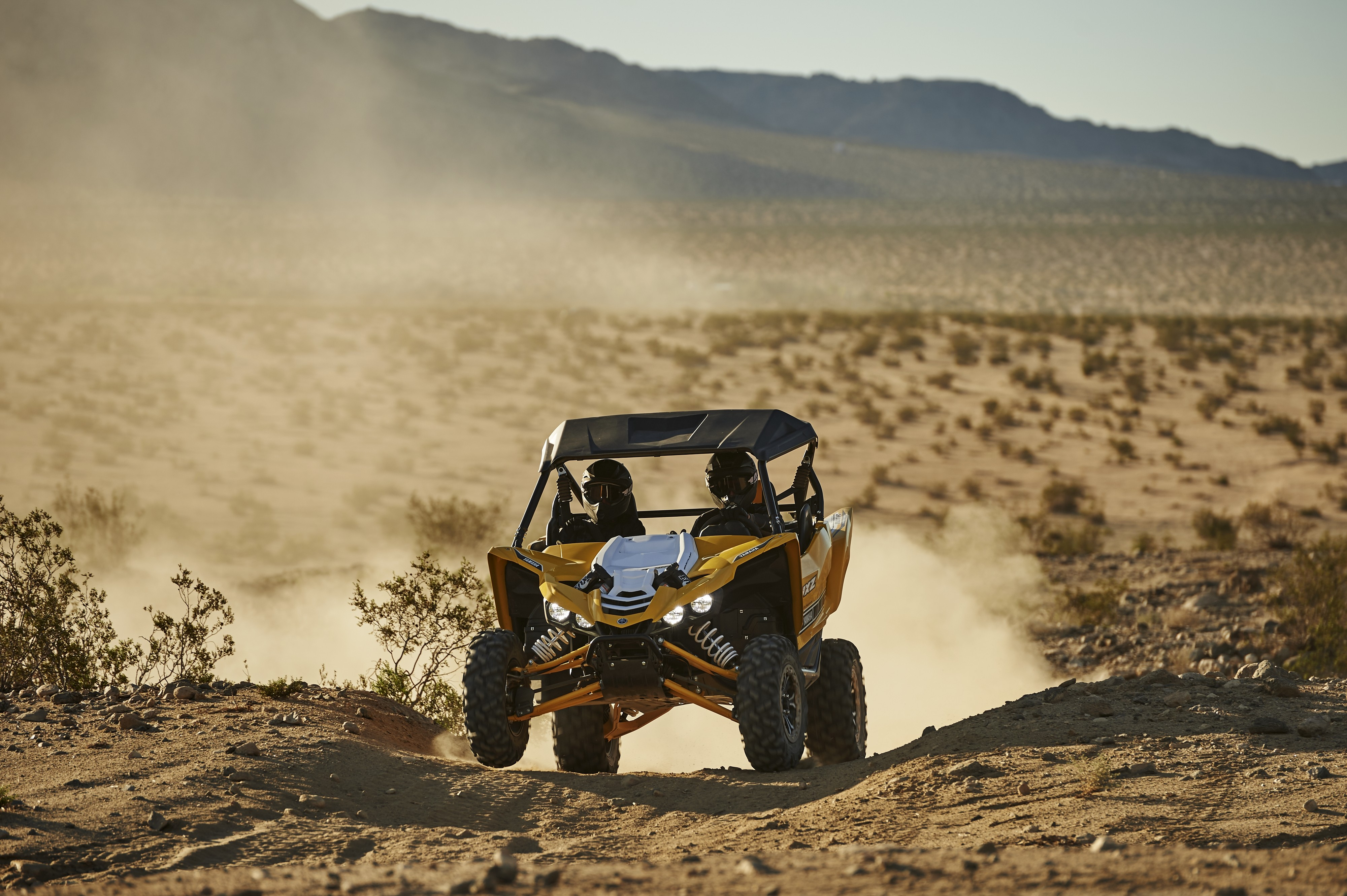 2016-yamaha-yxz1000r-is-a-three-cylinder-supersport-sxs-video-photo-gallery_6