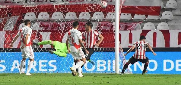 Estudiantes 2 River Plate 1.jpg