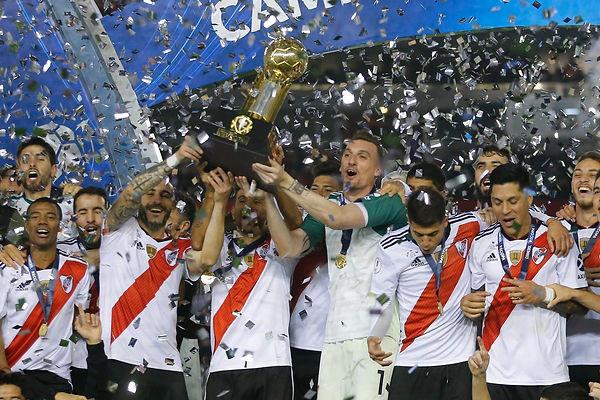 River_Plate_Campeón_Recopa.jpg
