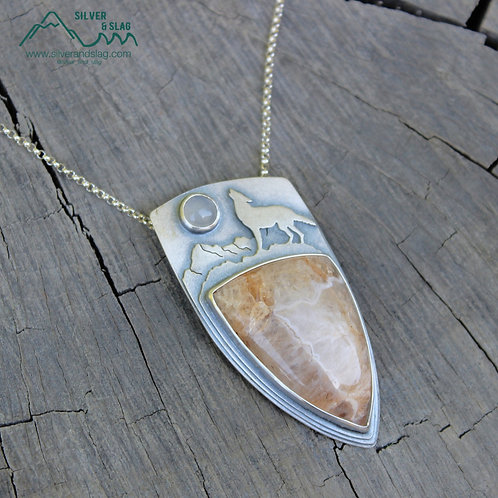 Howling Wolf w Mojave Desert Agate & Malibu Chalcedony Sterling Silver Necklace