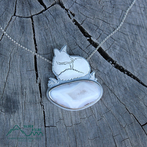 Laying Fox w Mojave Desert Agate w Quartz Center Sterling Silver Necklace