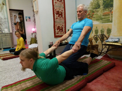 """Thai Yoga-hieronta - """"Laiskan miehen joogaa"""""""