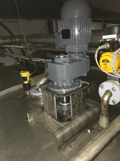 Nytt rustfritt røreverk i 20.000 liter tank