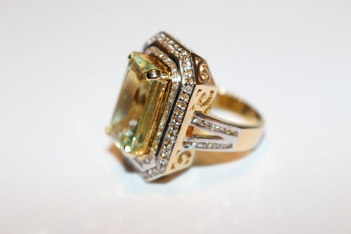 Absolutely sensational ladies green beryl and diamond ring in 14KT yellow gold
