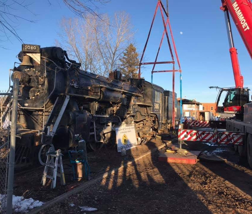 Locomotive 5080 - Crane Image by Andy Ch