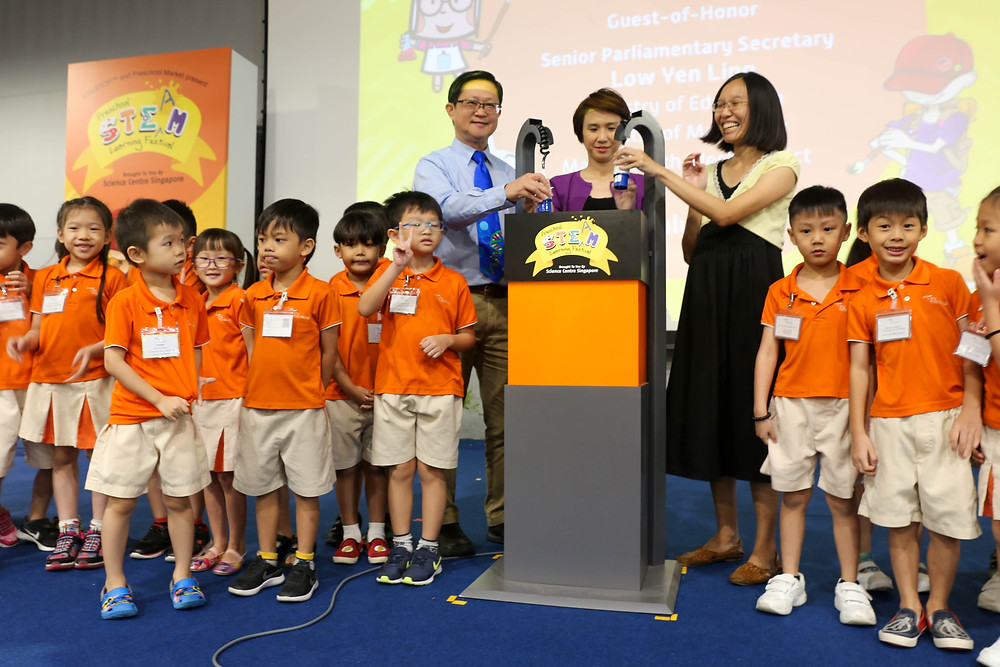 Opening launch of event with Mayor Low Yen Ling and Science Centre's Chief Executive A/Prof Lim Tit Meng