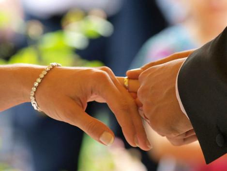 Vai casar? Fisco vai reter 10% das prendas em dinheiro