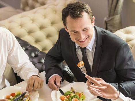 Tem ideia de quanto poupa em impostos com vales ou cartões de refeição?