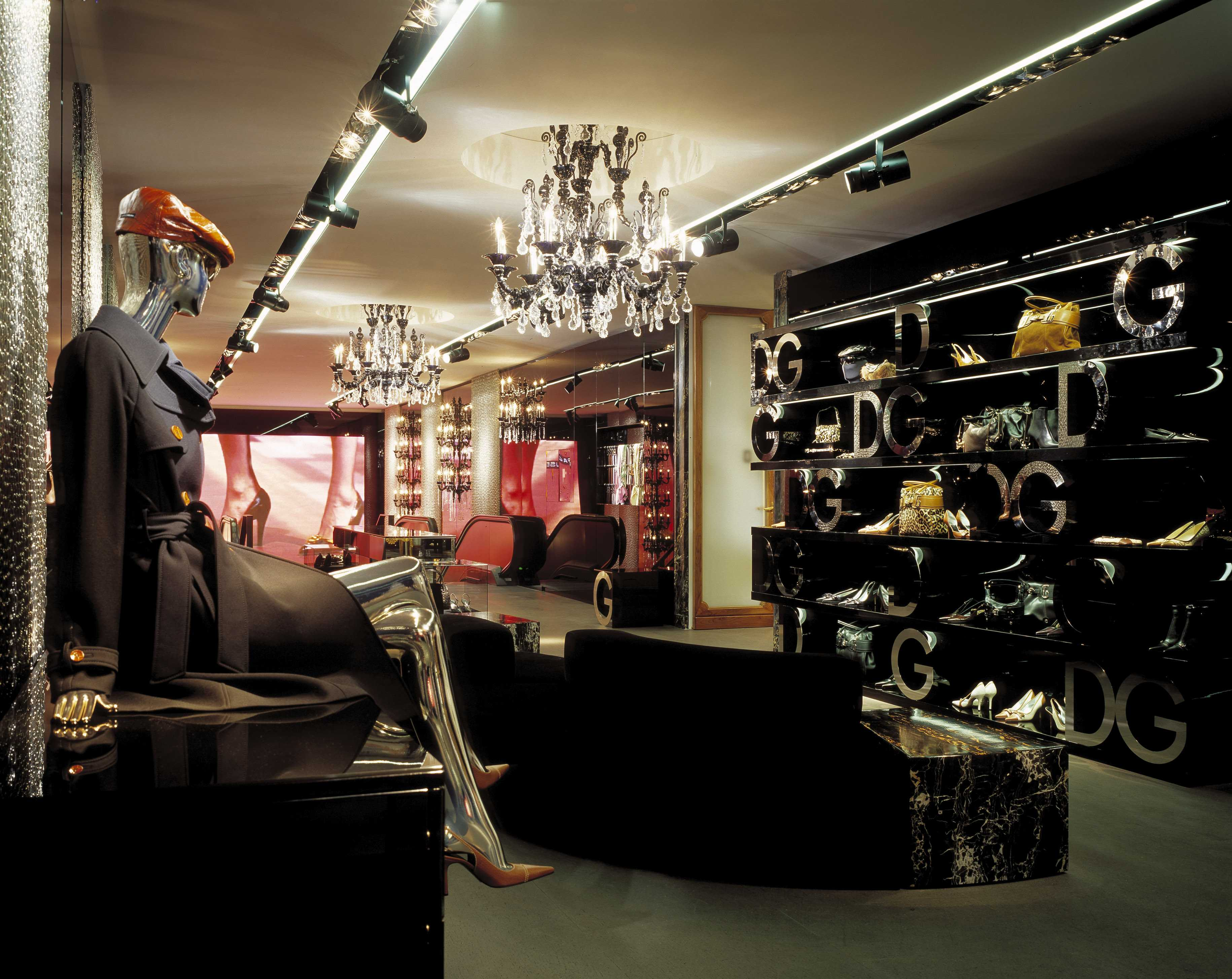 VIA SPIGA  Accessories and screen - DG Via della Spiga 26.jpg
