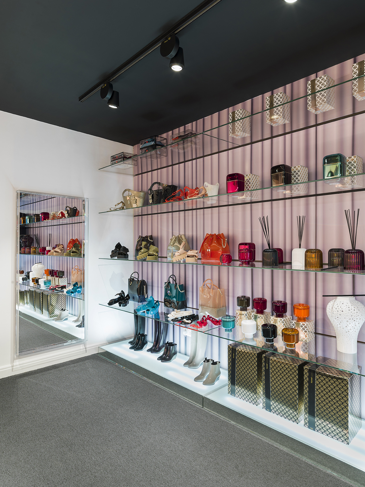 23_Kartell London Flagship Store_By Andrew Meredith.jpg
