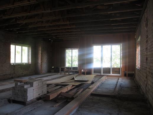 Das zukünftige Atelier/Arbeitsraum mit riesiger Terasse zum See.