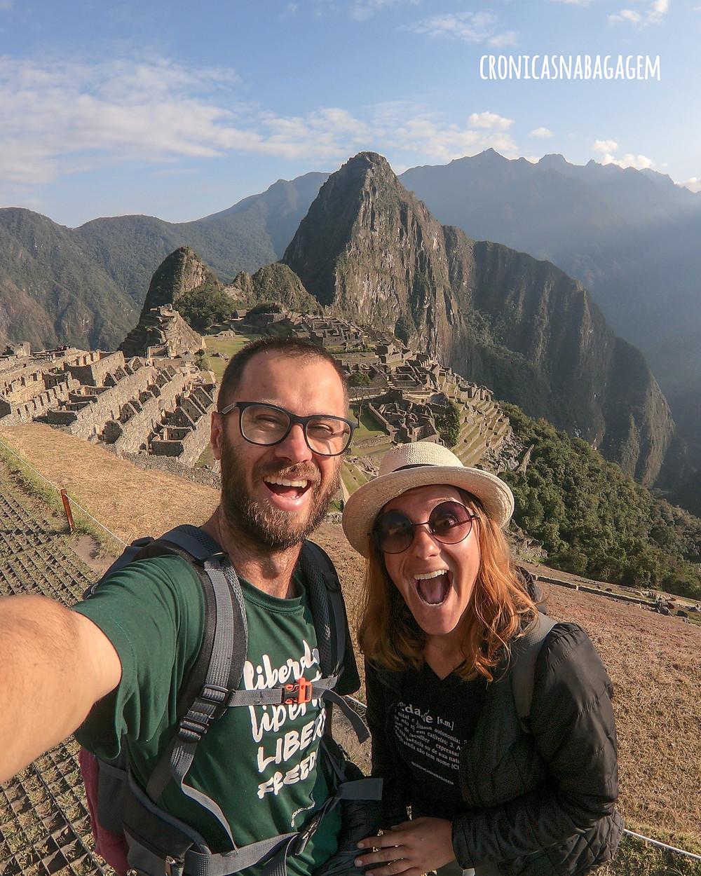 casal em Machu Picchu