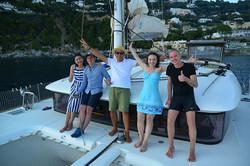 Италия Позитано компания на яхте
