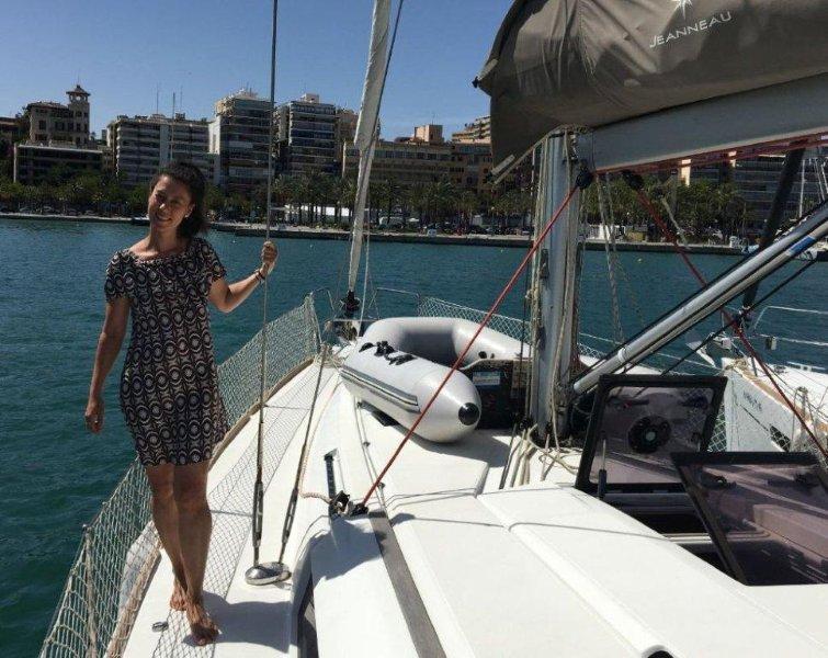 девушки на парусной яхте (28)