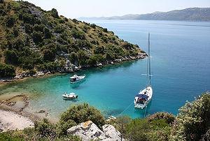 Хорватия яхты в бухте — копия.jpg