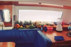 запас полезных вкусностей на яхте.jpg