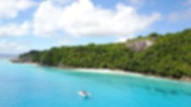 пляж у острова Фрегат.jpg