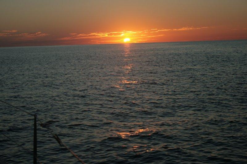 рассвет на парусной яхте (3)