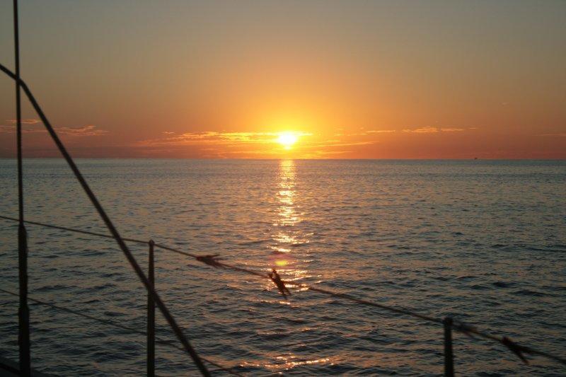рассвет на парусной яхте (4)