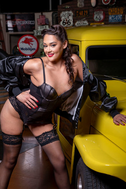 Chelsey Brock Garage Shoot