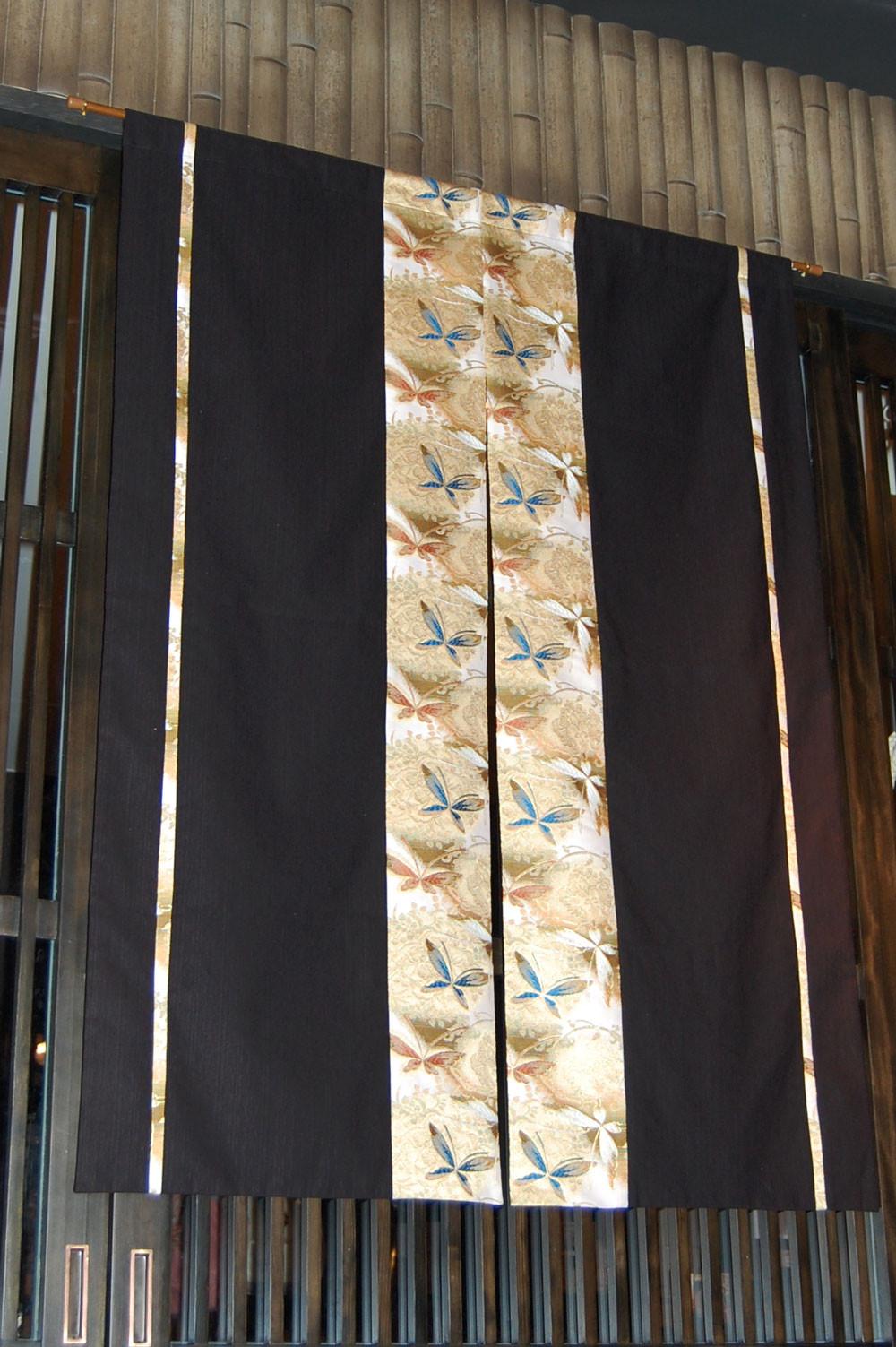 金襴暖簾 神泉堂