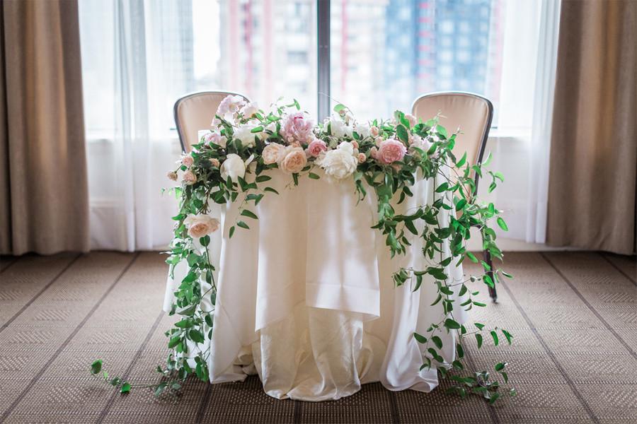 Romantic Sweetheart Table Garland