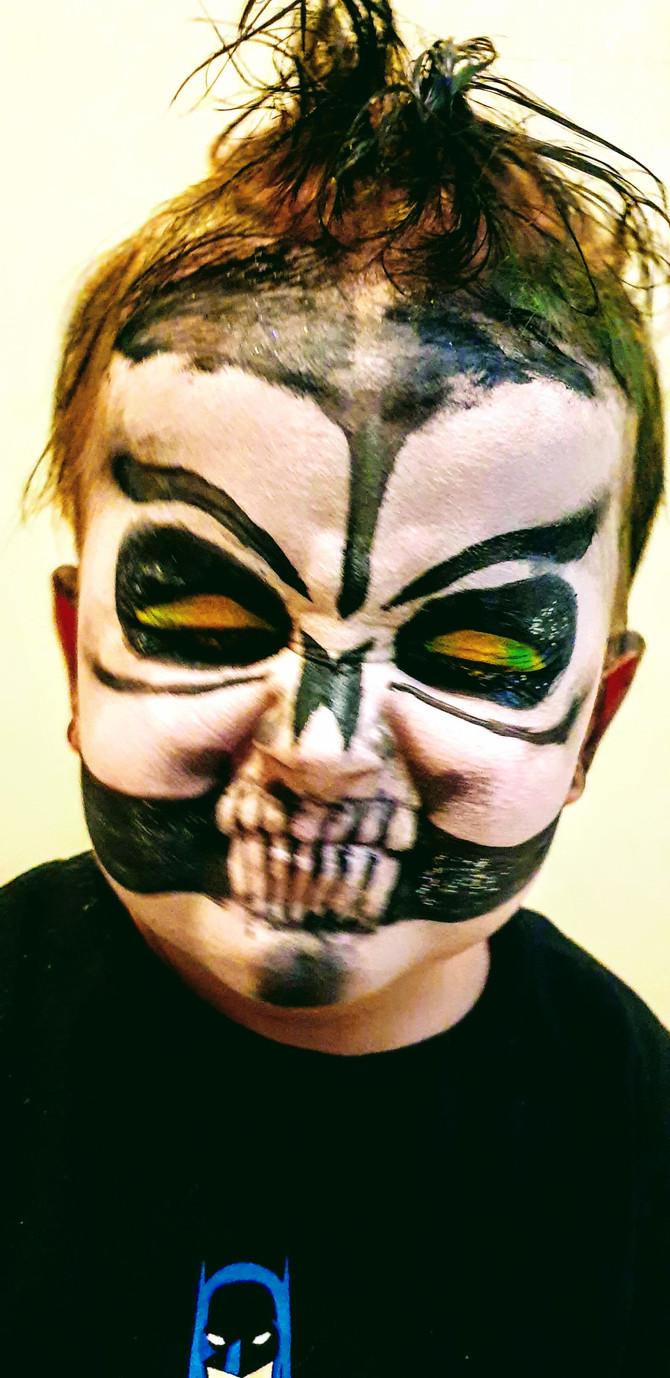 Wiedermal Kinderschminken - gruseliger Totenschädel