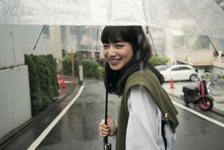 小松菜奈が雑誌「OCEANS」に登場 ドキッとさせられる、水も滴るいい女の素顔 本誌で語る「ジョジョ」の魅力