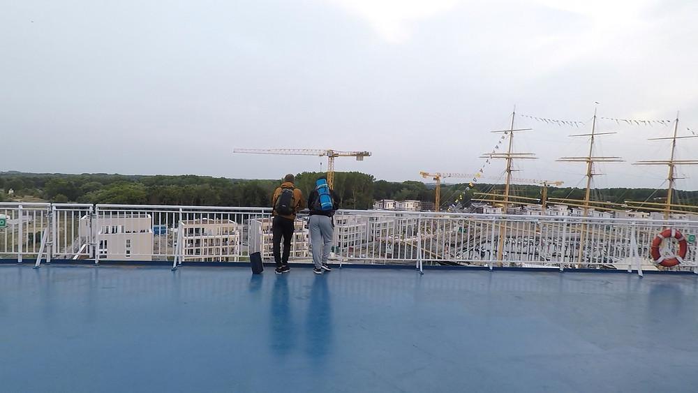 Laivan kannella Travemündessa