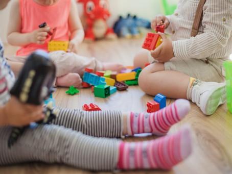 「再搶,通通都不要玩了!」面對孩子搶東西的行為,引導方式對了,將提升這3大能力。