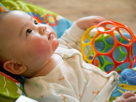 4~6個月寶寶發展|除了學翻身、吃副食品,還有哪些重點?