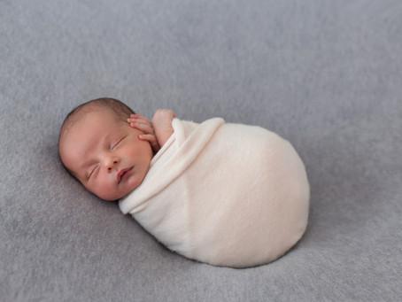 0~3個月寶寶發展|認識新生兒的反射動作、肌肉張力...,新手爸媽該注意這5個指標。