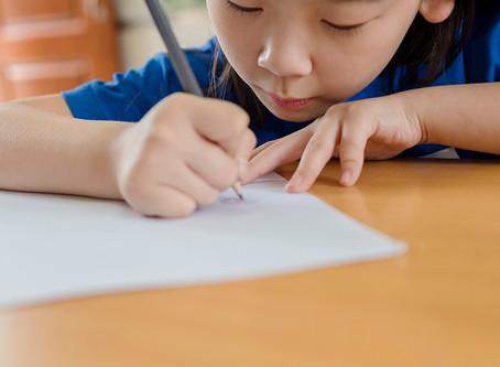 幾歲適合學寫字?「家長應先了解小肌肉握筆發展,並經常讓孩子做這三件事。」