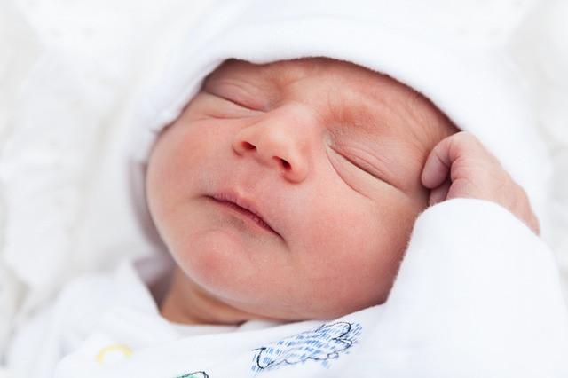 【關於新生兒睡眠】新生兒如何睡過夜?該不該哄睡?