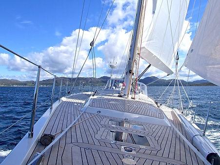 yacht-802319_1920.jpg