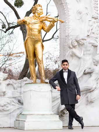 Photo shoot with reference to the Johann Strauss dynasty. /  Fotoshooting mit Bezug auf die Johann Strauss-Dynastie.