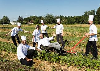 equipe_de_cuisine_au_jardin