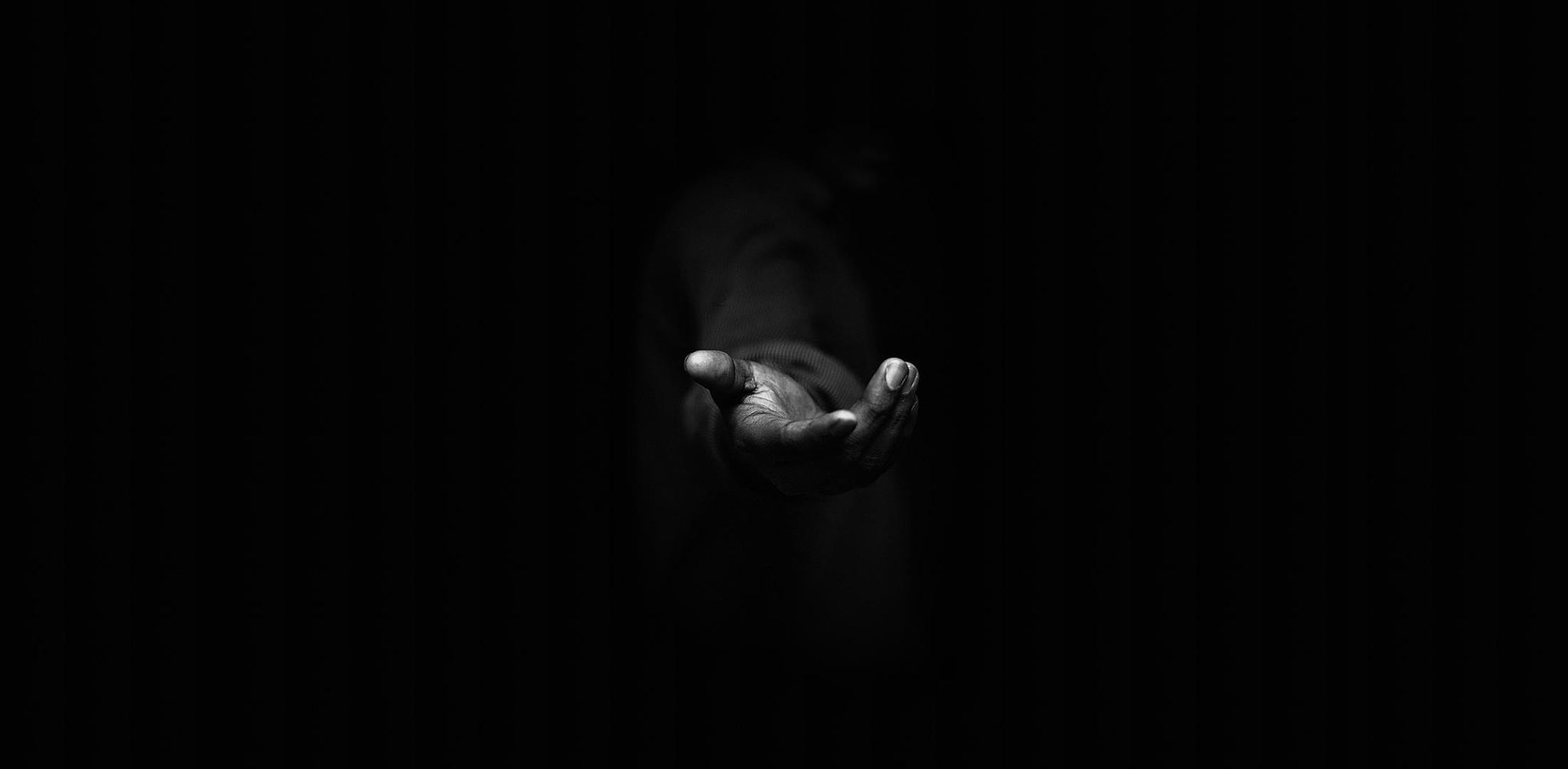 mystery-man-hand-favor-black-background-dark-fullscreen