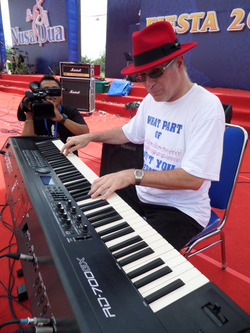nusa dua morning 18 nov - sound check4_edited.JPG