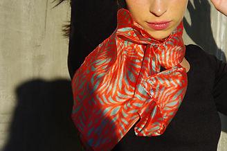 foulard soie ARGENTISA marque LASCLOE