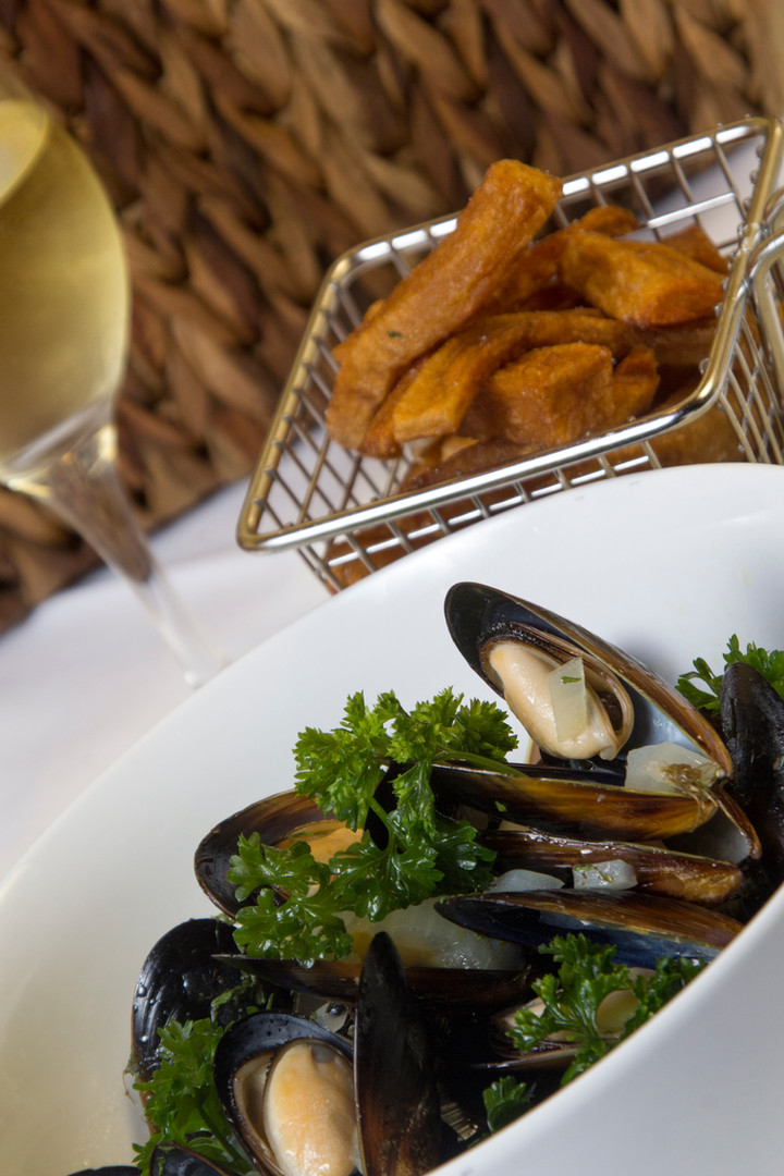 mussels served with french fries